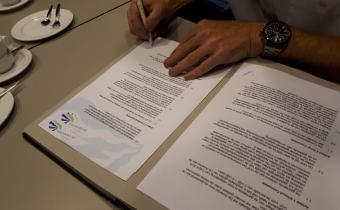 Ondertekening exploitatie-overeenkomst Amerhal Made door Anton Segeren