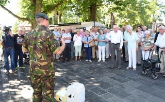 De veteranen van de gemeente Drimmelen kijken naar een optreden bij een calamiteit  met een gifstof